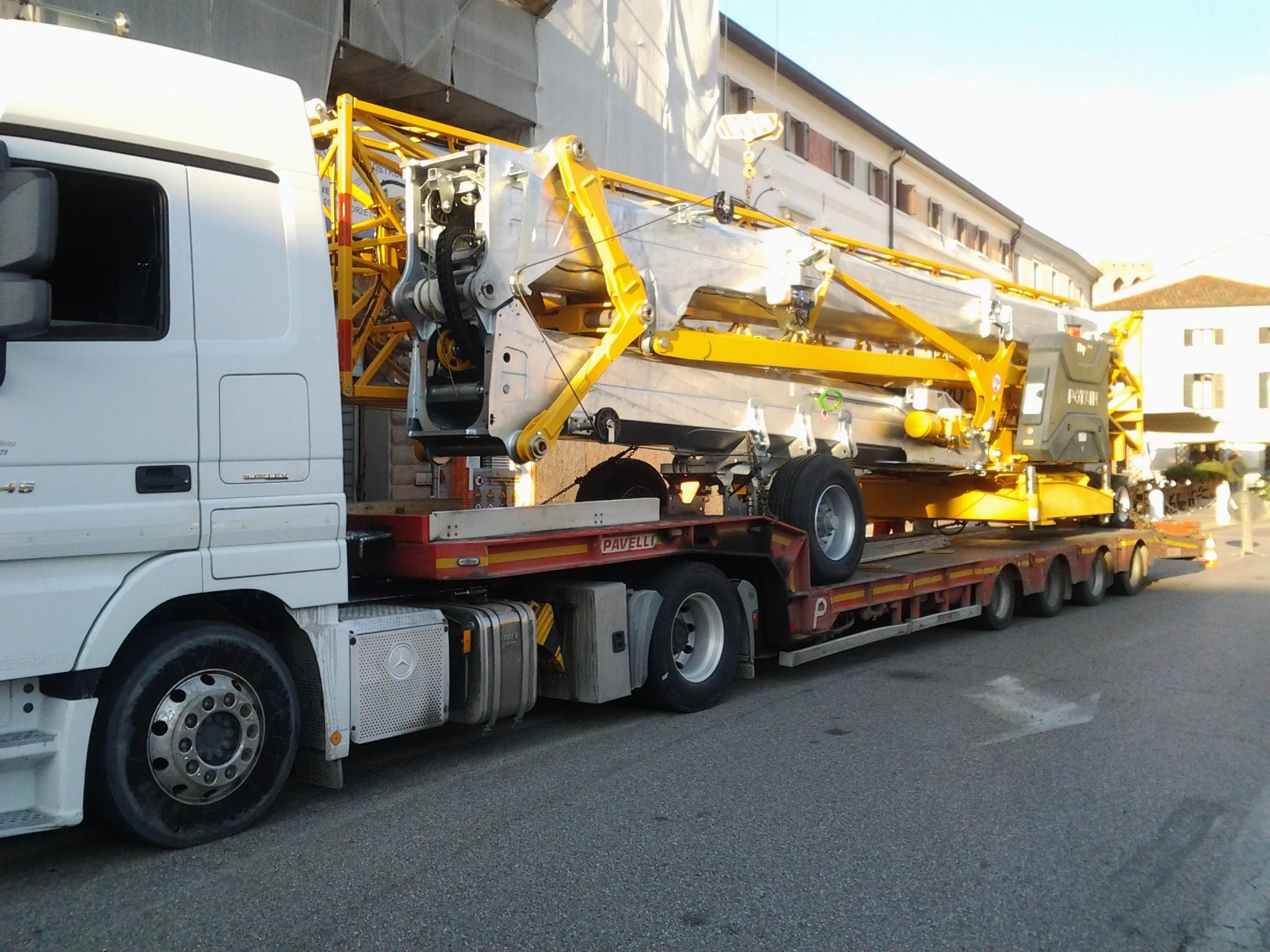 Consegna gru Potain Hup 40-30 alla ditta Le Groupe Tosatto Costruzioni S.r.l.
