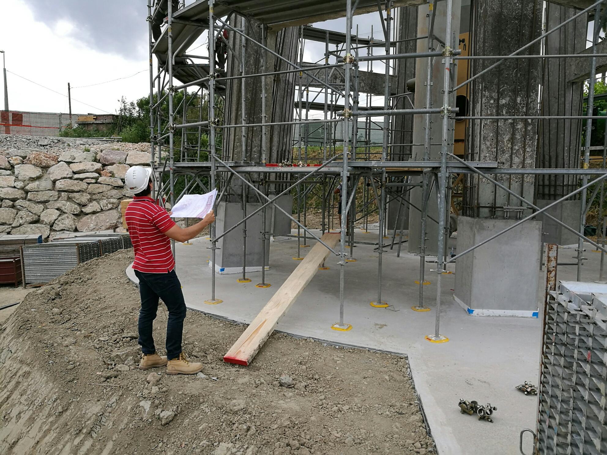 Ponteggio per manutenzione torre piezometrica a Ferrara